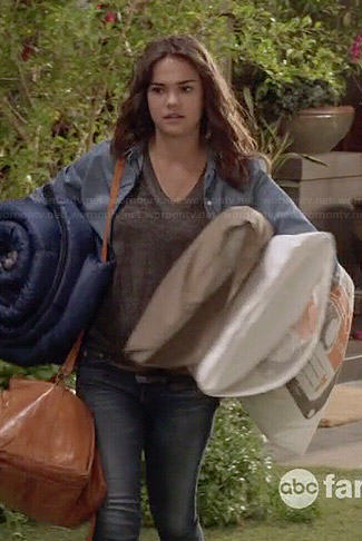 Callie's grey v-neck tank top and hi-top sneakers on The Fosters