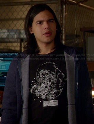 Cisco's black and white illustrated graphic tee on The Flash
