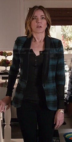 Ellie's blue and black striped blazer on Cougar Town