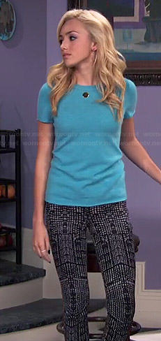 Emma's blue tee and black and white printed jeans on Jessie
