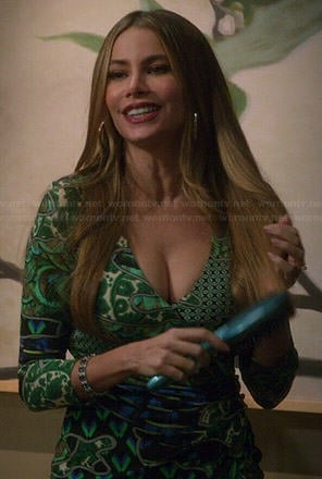 Gloria's green printed v-neck dress on Modern Family