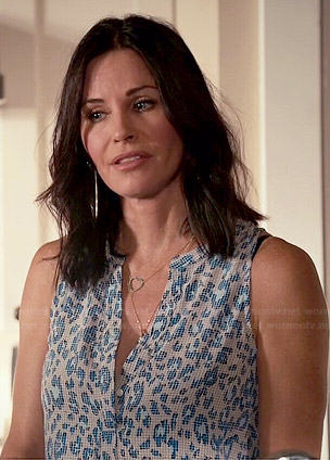 Jules's grey and blue leopard print top on Cougar Town