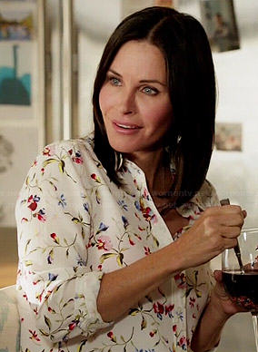 Jules's white floral print shirt on Cougar Town