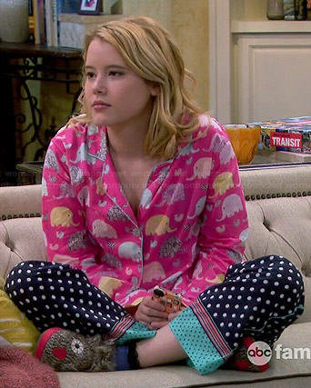 Lennox's pink elephant print pajamas on Melissa and Joey
