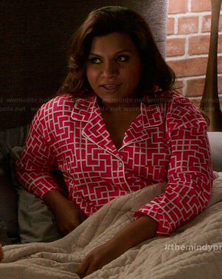 Mindy's pink geometric printed pajamas on The Mindy Project