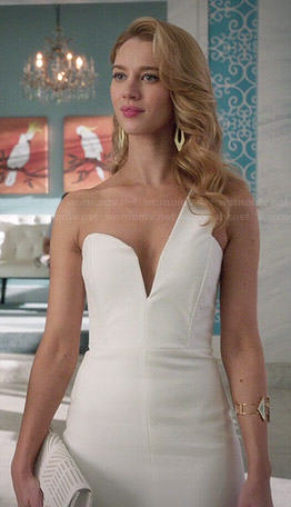 Petra's white one shoulder dress and black and white patterned pumps on Jane the Virgin