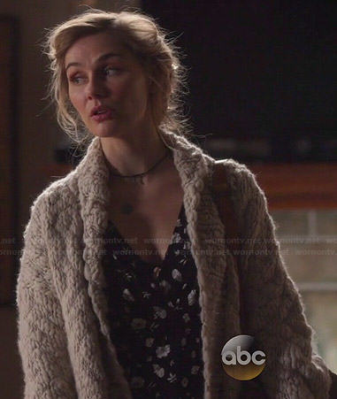 Scarlett's black and white floral dress and chunky knit cardigan on Nashville