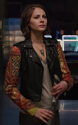 Thea's leather jacket with patchwork sleeves on Arrow