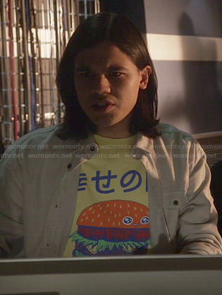 Cisco's yellow Japanese burger graphic tee on The Flash
