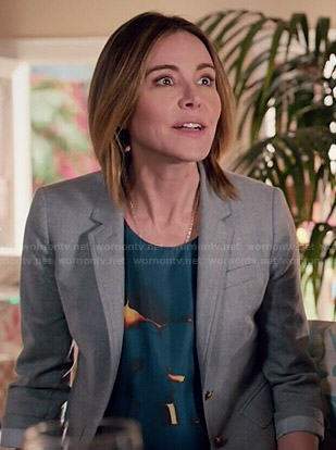 Ellie's blue abstract printed top and grey blazer on Cougar Town