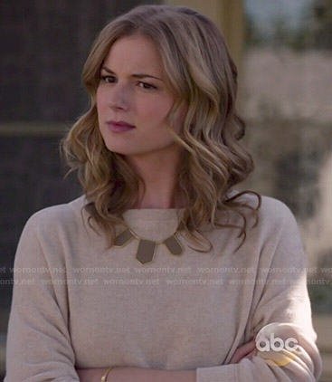 Emily's beige sweater and brown necklace on Revenge