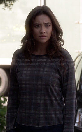 Emily's plaid sweatshirt on Pretty Little Liars