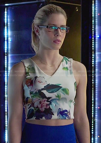 Felicity's floral v-neck crop top on Arrow