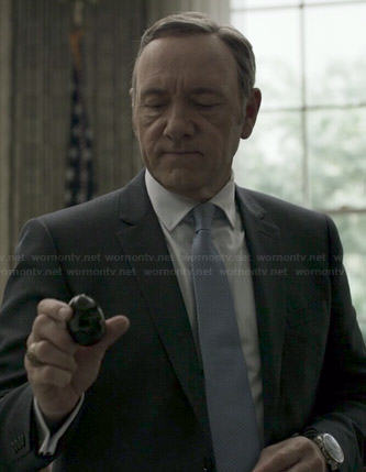 Francis's black suit and blue and white patterned tie on House of Cards