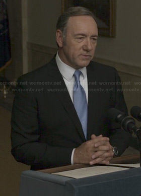 Francis's black suit with solid blue tie on House of Cards