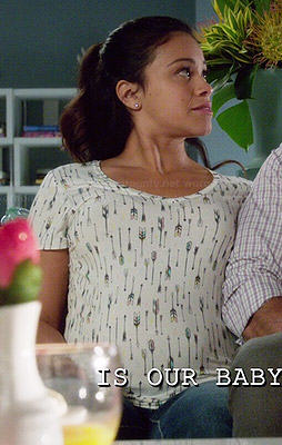 Jane's arrow printed t-shirt on Jane the Virgin