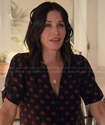 Jules's lips print blouse on Cougar Town
