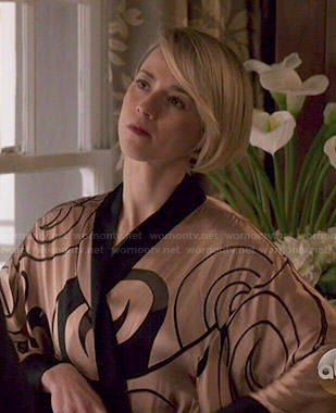 Margaux's swirl printed robe on Revenge