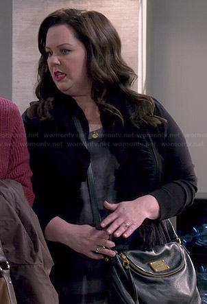 Molly's black crossbody bag on Mike and Molly