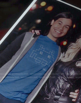Cisco's blue space invader tee on The Flash