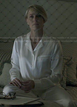 Claire's white pajamas with pocket on House of Cards