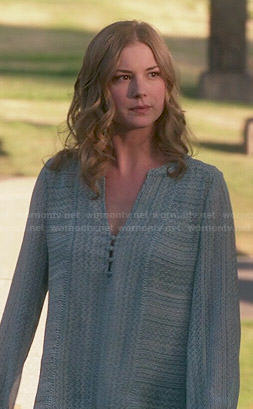 Emily's blue printed long sleeve blouse on Revenge