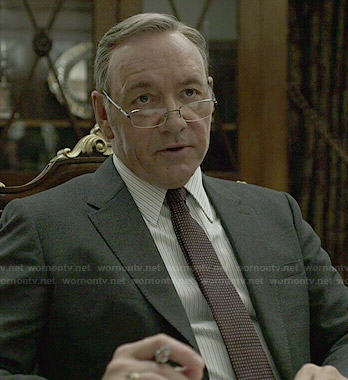 Francis's black suit and burgundy dotted tie on House of Cards