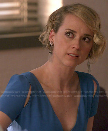 Margaux's blue v-neck dress on Revenge