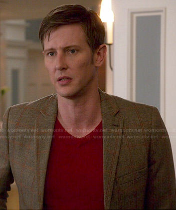 Nolan's red v-neck sweater and brown checked blazer on Revenge
