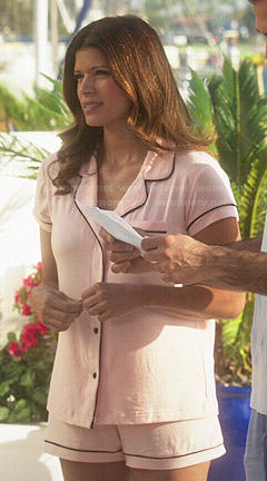 Xiomara's light pink shotie pajama set on Jane the Virgin