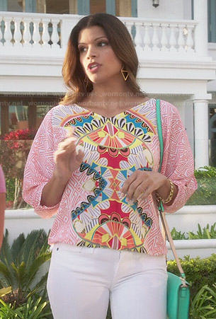 Xiomara's printed split-sleeve top on Jane the Virgin
