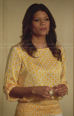 Xiomara's yellow printed top on Jane the Virgin