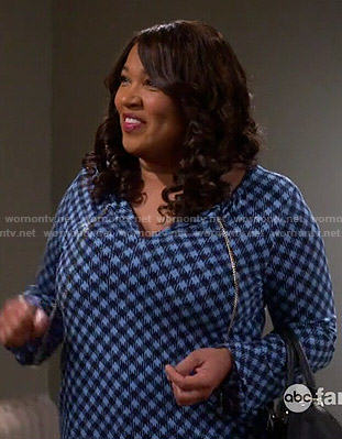 Yolanda's blue checked blouse on Young and Hungry