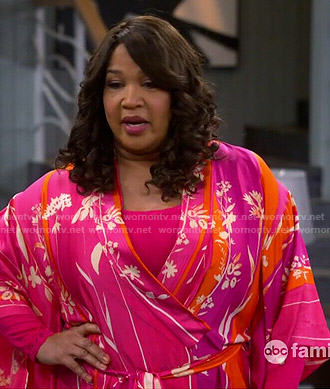 Yolanda's pink floral robe on Young and Hungry