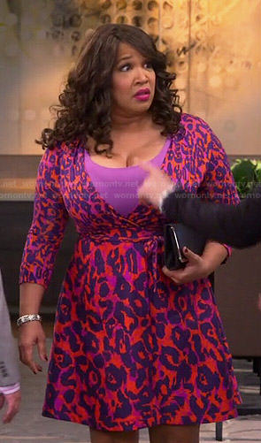 Yolanda's red leopard print wrap dress on Young and Hungry