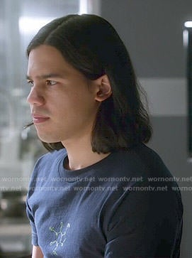 Cisco's molecule t-shirt on The Flash