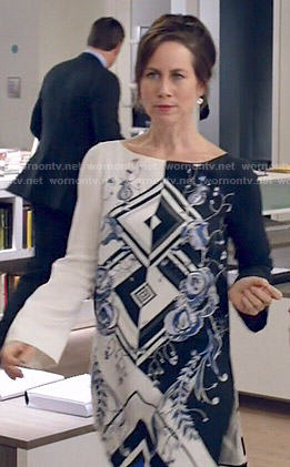 Diana's inverted floral print dress on Younger