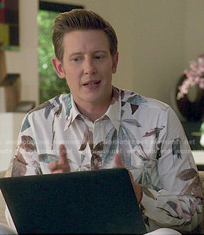 Nolan's leaf print shirt on Revenge