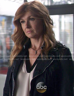 Rayna's white blouse with black trim on Nashville