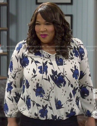 Yolanda's blue and white floral top on Young and Hungry