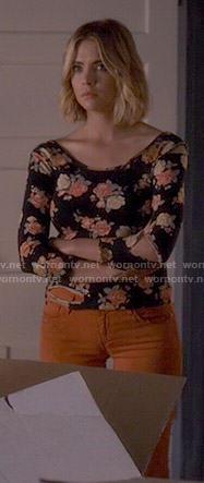 Hanna's orange jeans and floral top on Pretty Little Liars