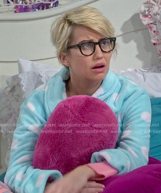 Riley's blue polka dot robe on Baby Daddy