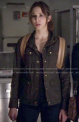 Spencer's green field jacket and leather backpack on Pretty Little Liars