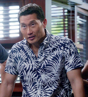 Chin's blue tropical leaf print shirt on Hawaii Five-O