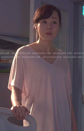 Karen's blush pink v-neck tee on Mistresses