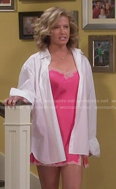 Vanessa's pink lace trim chemise on Last Man Standing