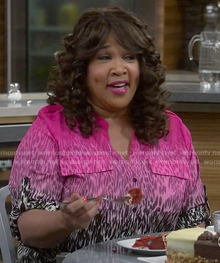 Yolanda's pink ombre leopard print blouse on Young and Hungry