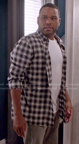 Andre's grey checked shirt on Black-ish