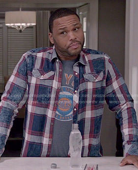 Andre's NY Knicks tee and plaid shirt on Black-ish