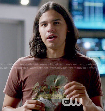 Cisco's brown dinosaur graphic t-shirt on The Flash